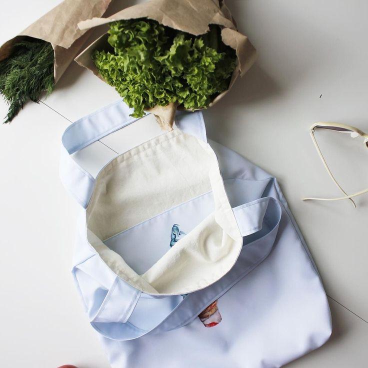 Текстильная сумка Hipoco небесного цвета и акварельное мороженое мечты Да оно снаружи и внутри на карманеНа Hipoco.com ловите по слову мороженое. Автор @aidana1. #hipoco #hipocobag#hipocofood hipoco.com
