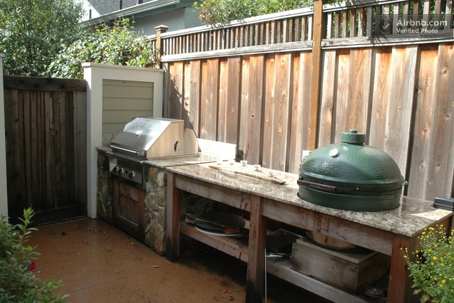 This is a cool way to have a built in bbq and a big green egg smoker...vacation rental in sonoma. Walking distance to downtown Plaza in Sonoma