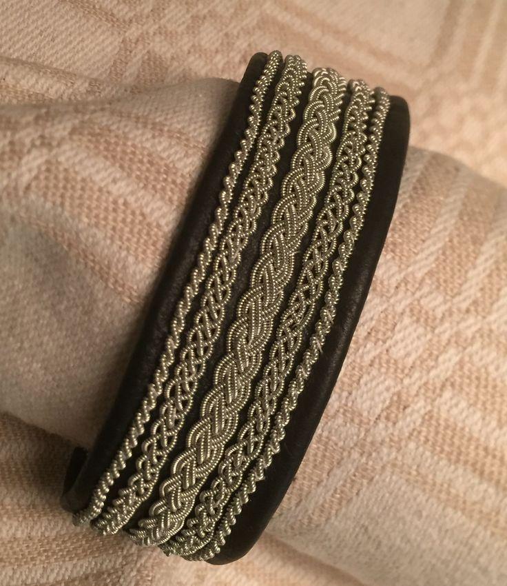 Njord armband - mitt 1:a arbete med tenntråd.