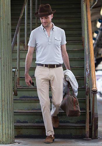 【40代男性】グレーポロシャツ×ベージュパンツの大人スタイル(メンズ) | Italy Web