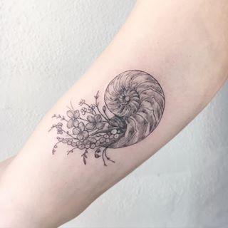 Este desenho lindo. | 22 tatuagens florais que são extremamente delicadas