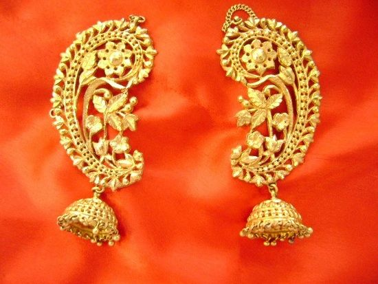 10 Traditional Gold Bengali Jewellery ~ this is a boteh, or paisley design, originally a symbol of the cypress tree and everlasting life, from the Sassaniads.