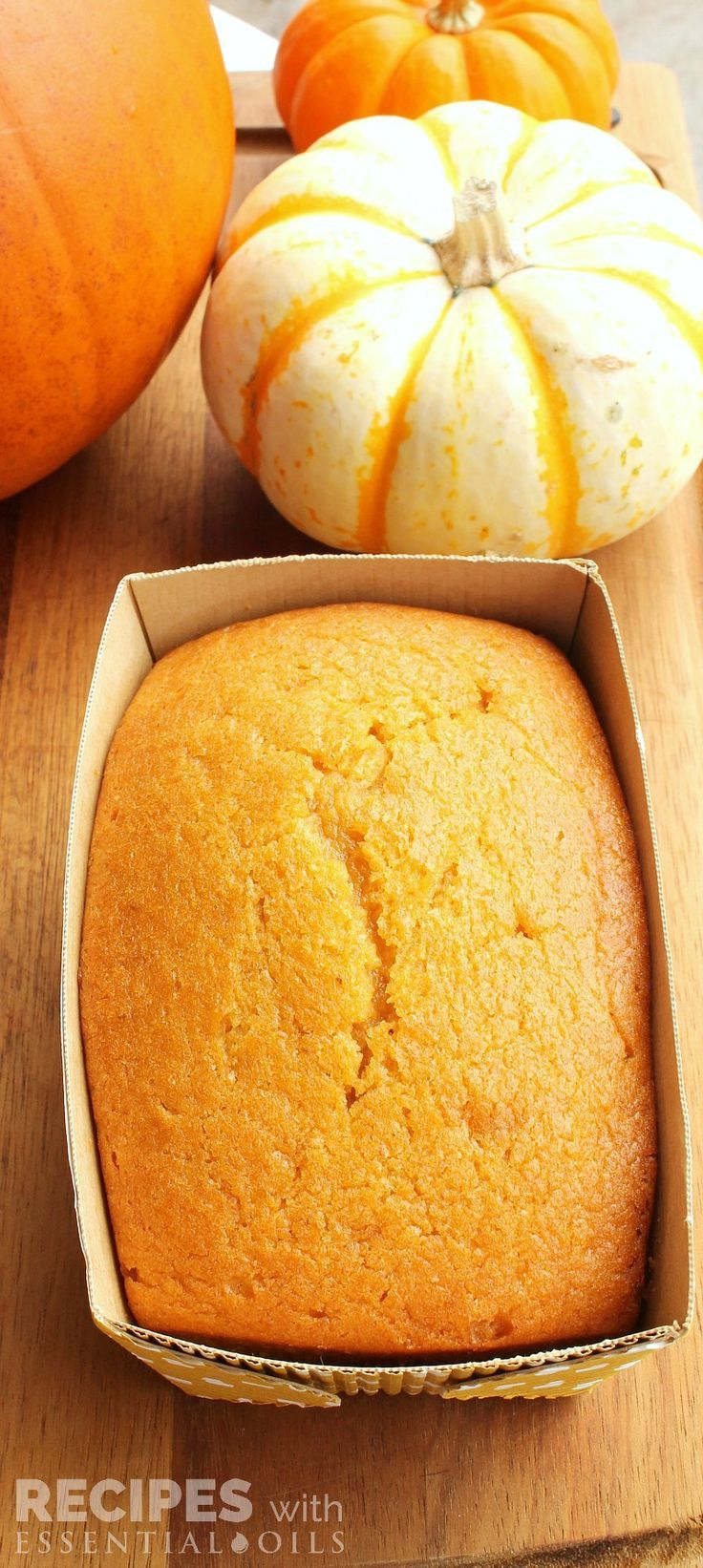 Delicious recipe for Pumpkin Bread with 5 Fall Essential Oil Favorites | RecipeswithEssentialOils.com