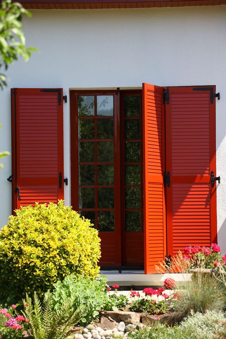 les 25 meilleures id es de la cat gorie volets rouges sur pinterest maison porte rouge portes. Black Bedroom Furniture Sets. Home Design Ideas