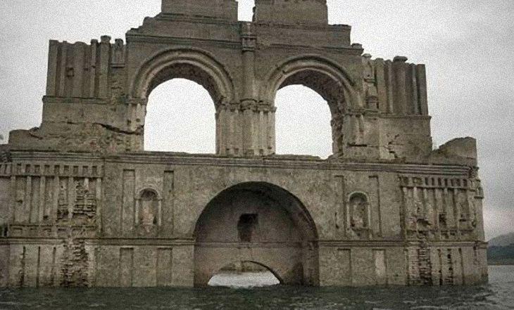 Mexique: Les ruines d'une église engloutie par les eaux refont surface - http://www.camerpost.com/mexique-les-ruines-dune-eglise-engloutie-par-les-eaux-refont-surface/?utm_source=PN&utm_medium=CAMER+POST&utm_campaign=SNAP%2Bfrom%2BCAMERPOST