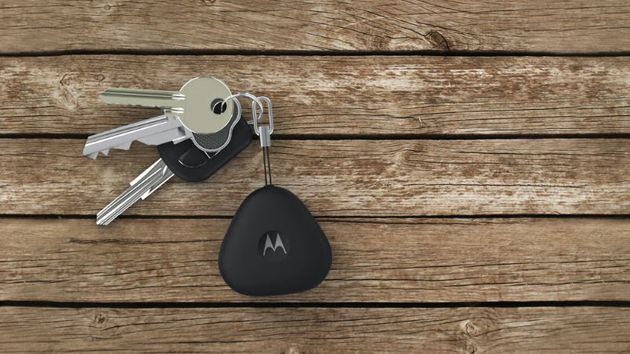 Motorola isn't done releasing small yet convenient accessories this year, apparently. It just unveiled the Keylink, a Bluetooth key fob that helps you