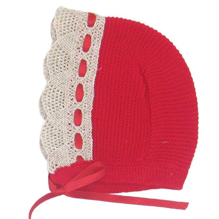 Capota de lana con puntilla bolillo