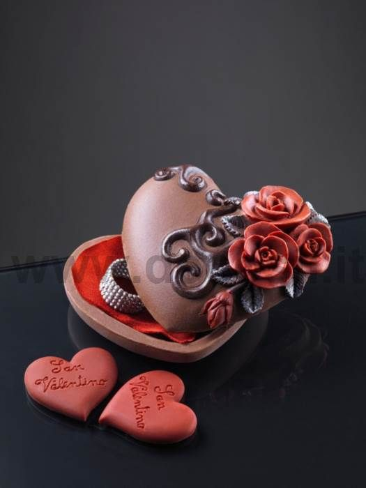 Heart case with Roses decorations Valentine's Day