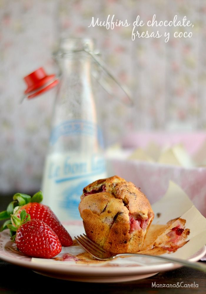 Muffins de chocolate, fresas y coco