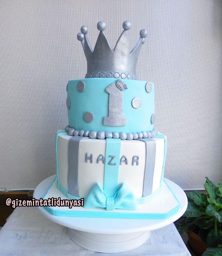 """136 Beğenme, 3 Yorum - Instagram'da Butik Pasta / Kurabiye (@gizemintatlidunyasi): """"Hazar 1 Yaşında#crowncake #kingcake #taçpasta"""""""