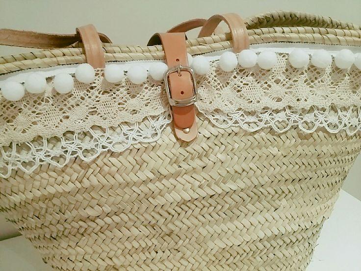 Let&Lem www.mamaportea.es Capazo con punta blanca convinado con punta color crudo y pompoms blancos