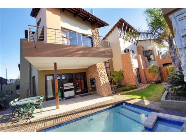 3 bedroom house in Beyers Park, , Beyers Park, Property in Beyers Park - S937949