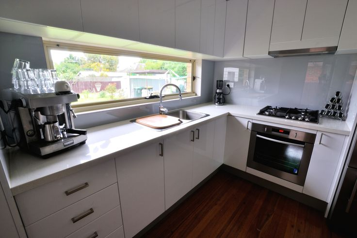 Light grey (with a hint of blue) glass splashback works great with the rest of the kitchen.