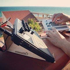 Summer of synths goes on and on 🏄🏼 #studioview #outdoorschallenge • • • SPIKE synth stand: http://cremacaffedesign.com/spike/  HERO small stand: http://cremacaffedesign.com/hero/ • • • #cremacaffedesign #synth #sampler #electronicmusic #electribe #korgvolca #spikestand #herostand #essential #minimal #gear #showoffyourstudio #musicrecording #musicianlife #batterypowered #setup #italiandesign
