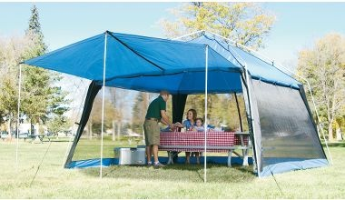 This is expensive but apparently it's great in heavy rain... I've been looking for a while for a mosquito/rain shelter that won't blow over in a little wind.: Screen House, Northern Breeze, Screens Houses, Screens Shelters, Mosquitoes Rain Shelters, Breeze Screens, Tent Camps, Heavy Rain, Mosquitorain Shelters