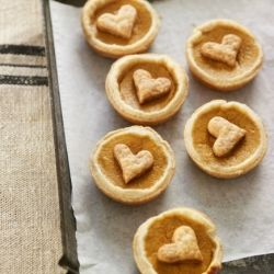 Sweet pumpkin filling makes a star of cinnamon like few other substances on earth.Minis Pies, Pies Recipe, Minis Dog Qu, Pumpkin Recipe, Mini Pies, Pie Recipes, Minis Pumpkin, Handheld Pumpkin, Pumpkin Pies