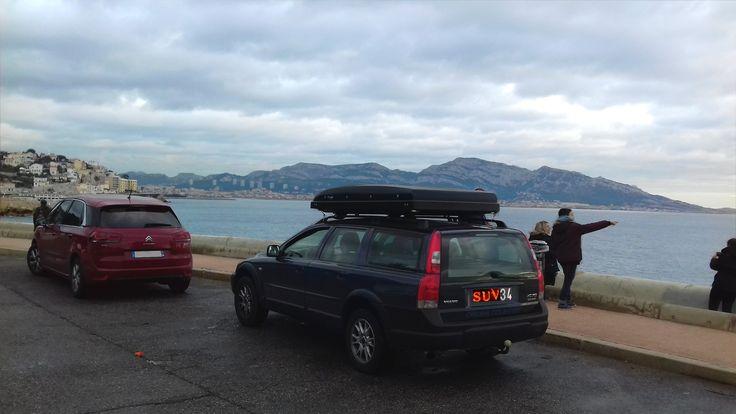 France Bivouac et Tourisme, Week-end entre amis dans les Calanques de Marseille. Citroen Picasso et Volvo XC70 avec tente de toit hussarde Quatro. http://france.bivouac.clicforum.com/t306-Tourisme-dans-les-Calanques-de-Marseille-Callelongue-XC70-et-Picasso.htm?q=