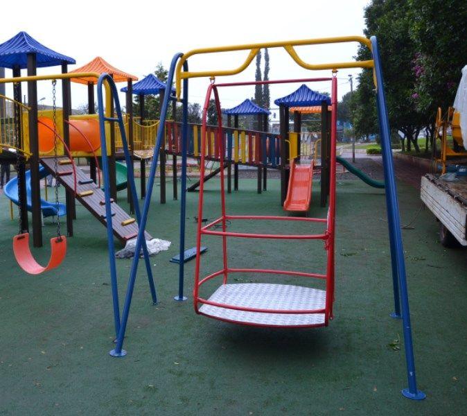 Praça Ângelo Darolt. Parquinho com brinquedos adaptados para crianças com necessidades especiais. 24568.jpg (674×600)