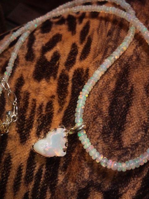 ハイドロフェーンオパールネックレス:Hydrophane opal necklace