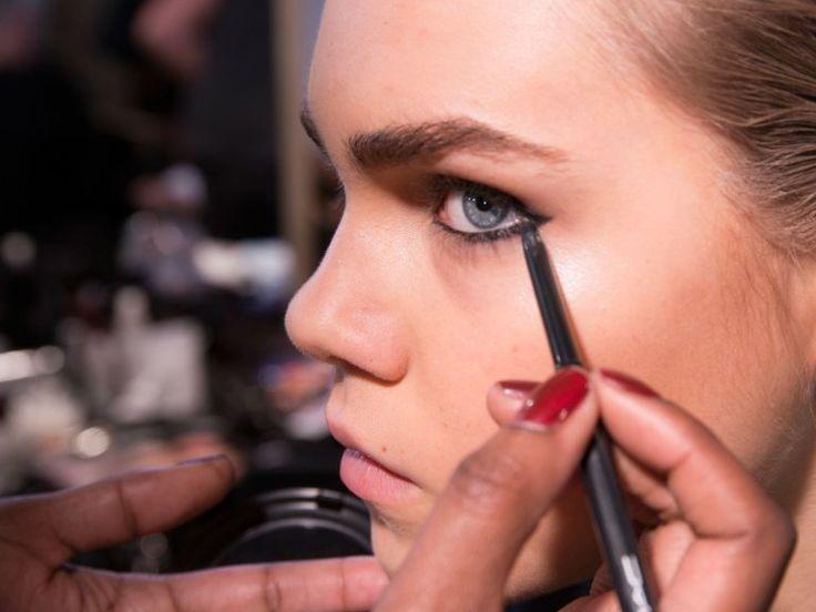 Wir zeigen euch hier ein tolles Augen-Make-up für den Tag, sexy Smokey Eyes fü…