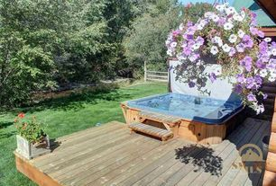 Traditional Hot Tub with Fence