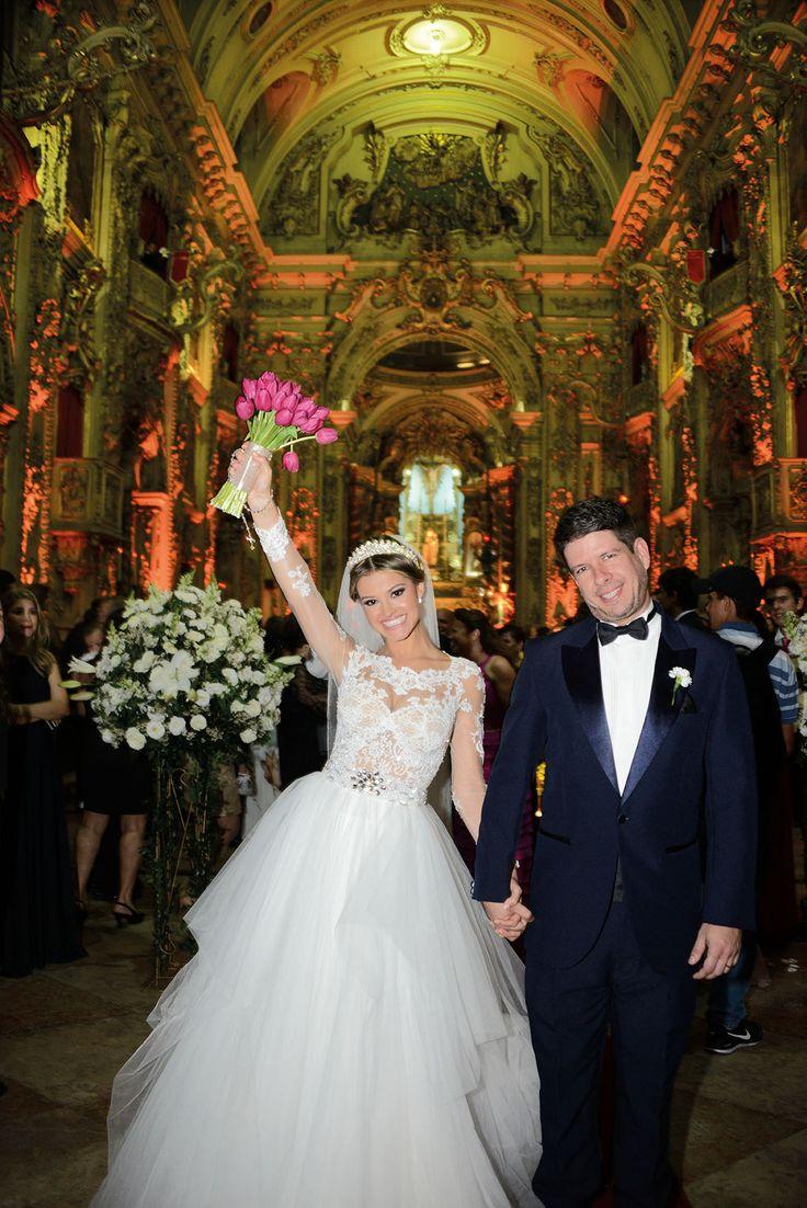 Confira o casamento completo de Giovana e Pablo no EuAmoCasamento.com! #euamocasamento #NoivasRio. Foto de Olhar em Foco.