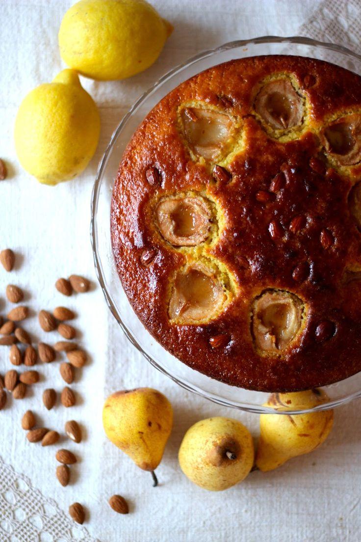 Cores e sabores de Outono. A tradição de um bolo à sexta-feira e uma sugestão para o fim de semana.  A simplicidade e versatilidade de ...