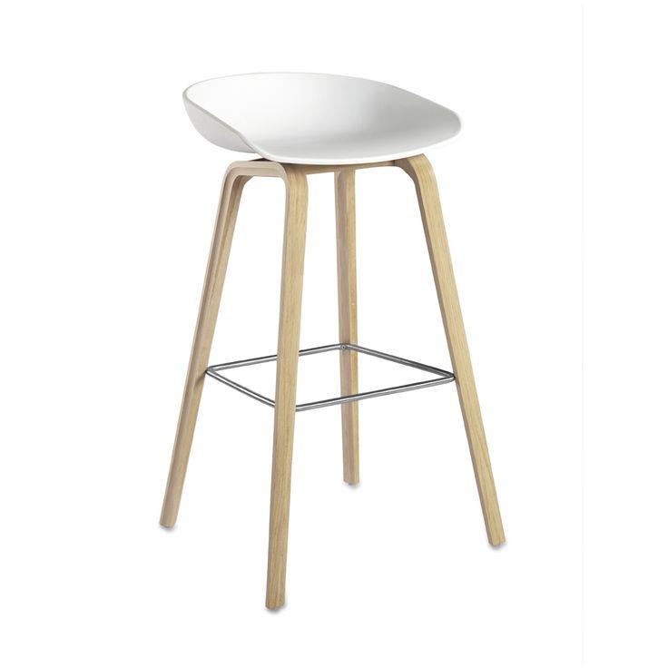 Hay - About a stool - hvid med ben i sæbebehandlet eg