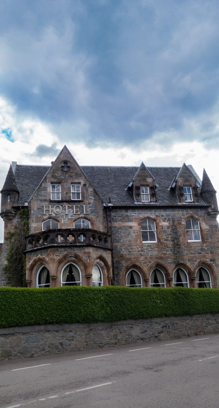 Traveling to Scotland? Visit the Highlands and instead of a chain hotel, stay in a castle hotel! Click through for a complete travel guide of where to eat, stay and what to see in Glencoe, Scotland!