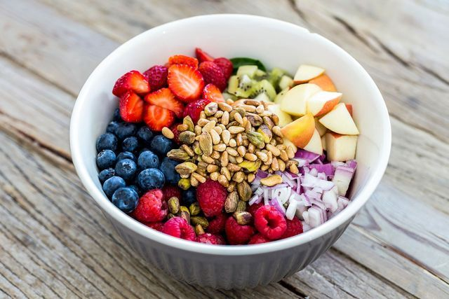 Salat med frukt og grønt