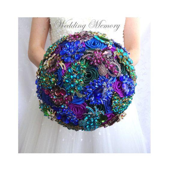 RAMO de broche pavo real.  pavo real boda cristal nupcial alternativo, esmeralda verde, púrpura, azul real brocha