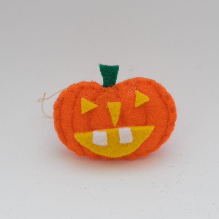 Witch pumpkin - felt pumpkins, pumpkins ornament, orange ornament, trick or treat, pumpkin decoration - by HalloweenOrChristmas on Etsy