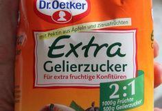 DAS superfruchtige Erdbeermarmelade Thermomix Rezept - und frei downloadbare Etiketten gibt es obendrauf. Gelingsicher, auch wenn ihr das erste Mal Konfitüre einkocht. Dauert nur 13 Minuten!! Und hier ist das Rezept: http://www.meinesvenja.de/2012/05/30/superfruchtige-erdbeerkonfituere-in-sage-und-schreibe-nur-13-minuten/