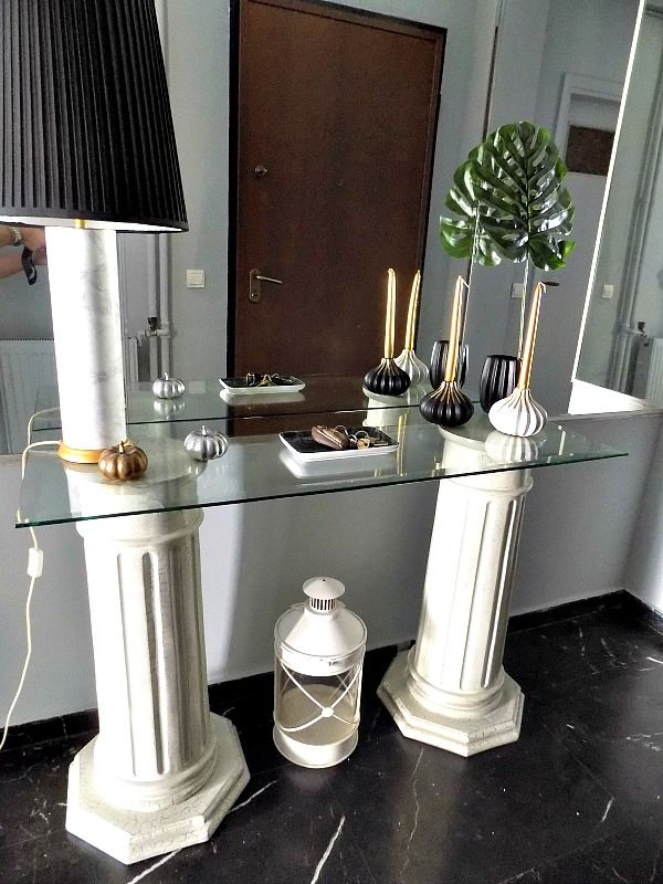 Entry hall table by Artdecoration&crafting