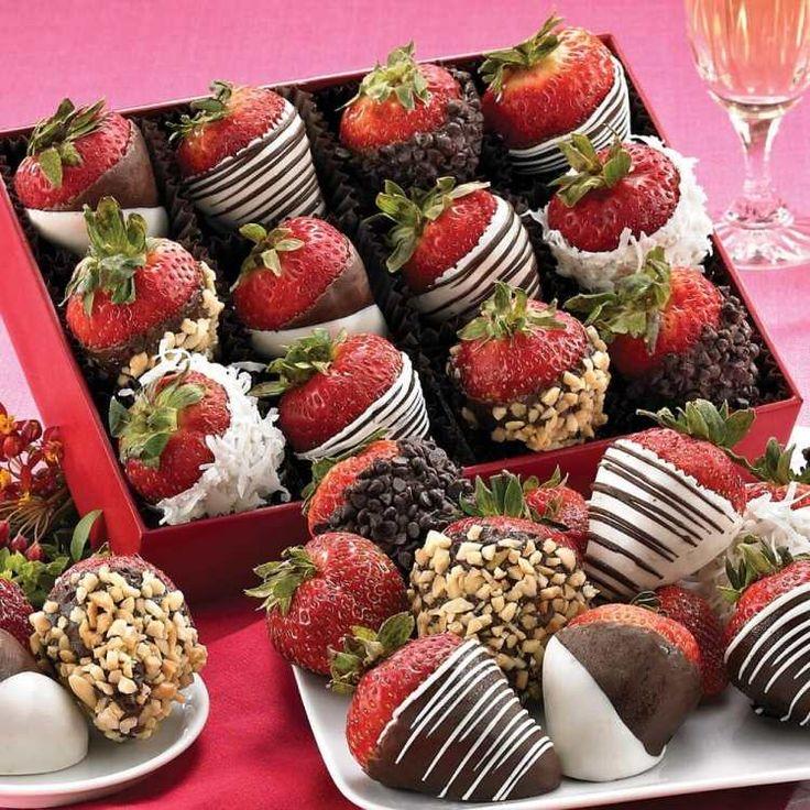 in Schokolade getauchte Erdbeeren für Party