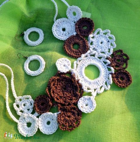 Asszimmetrikus horgolt nyakék - barna- beige, Ékszer, óra, Ékszerszett, Nyaklánc, Gyűrű, Meska