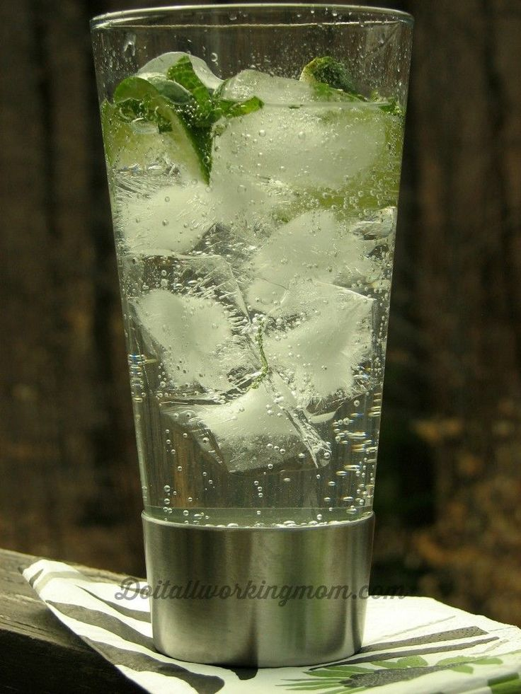 How to make a delicious, refreshing and low cal. Vodka Club Soda. The perfect summer cocktail.