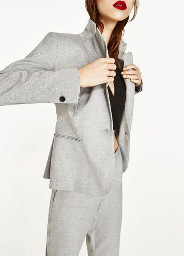 Blazer mit Schulterpolster von Zara, um 30 €