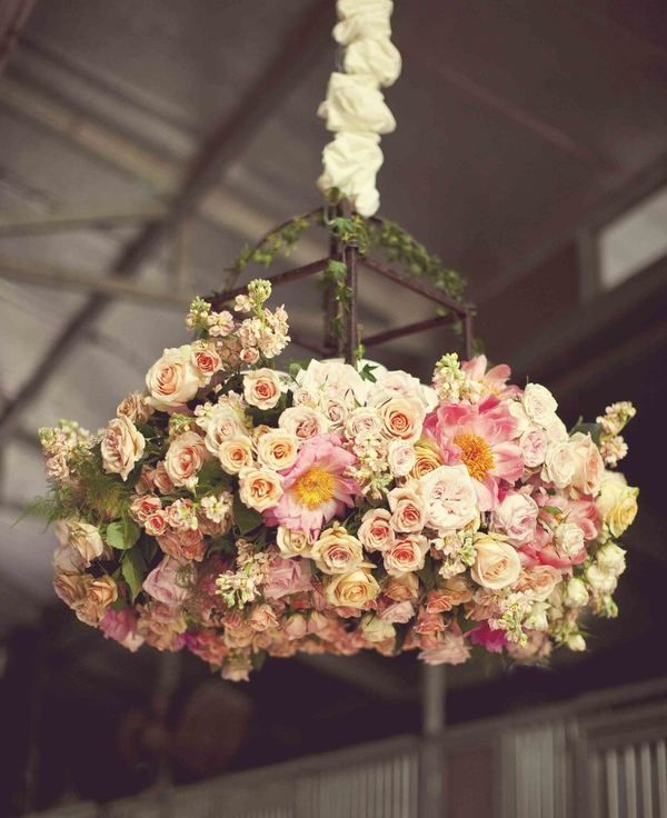 Garden wedding decor #flowers #hangingdecor #weddingideas #weddingdecor #gardenwedding