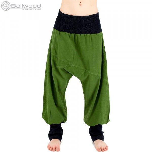 Sarouel ethnique à fourche haute. Taille élastique, deux poches prises dans la couture et bas de jambes ajustées faisant penser à des chaussettes pour un effet loose. Parfait pour une tenues d'été.baba cool, vêtement large, ample, hippie, teuf, rave, festival, trance, burning man, festival de musique, jongleur, costume, vêtement unisexe, pantalon flottant, pantalon très large, magrheb, pantalon bouffant, entrejambe bas, pantalon en toile, afrique du nord, couleur, costume souple, vert