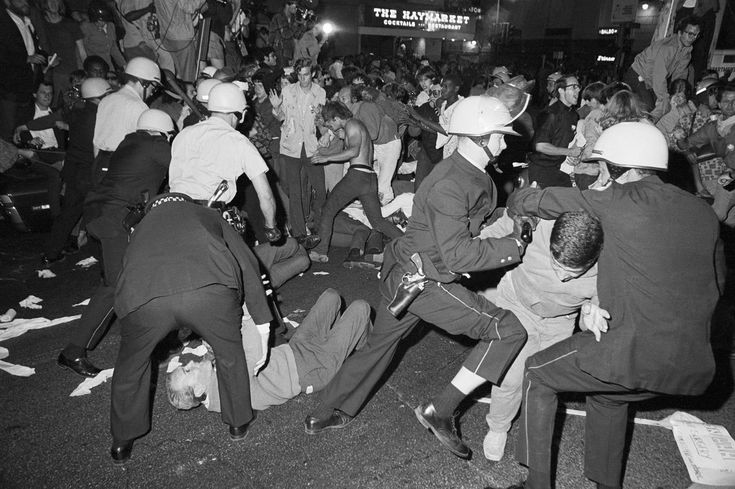 Police and demonstrators clash near the Conrad Hilton Hotel on Chicago's Michigan Avenue August 28, 1968, during the Democratic National Convention.
