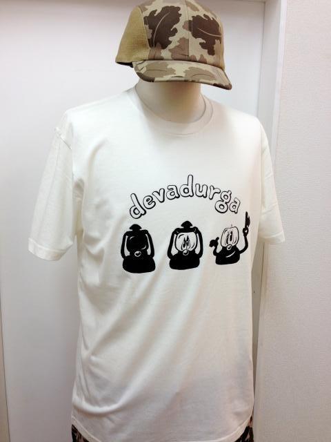 devadurga(デヴァドゥルガ) LANTERN GREET Tシャツ(ホワイト) - TORTUGA devadurga,SANTASTIC!,MURAL,MACKDADDY等の人気ブランド正規取扱・通販