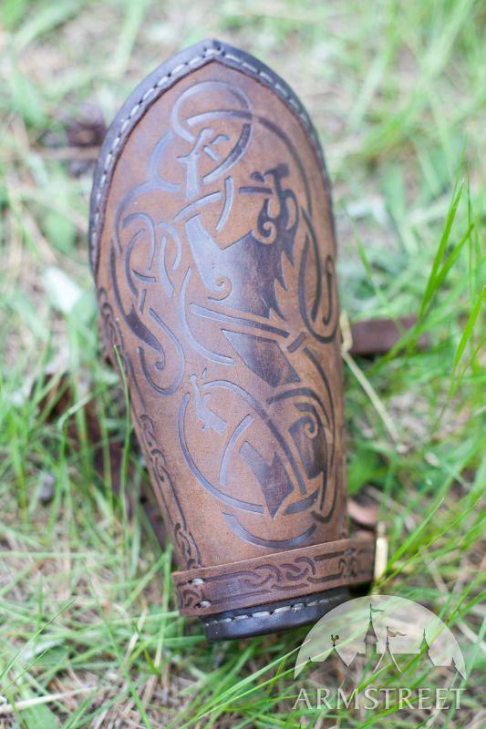 """Wikinger Armschiene aus geprägtem Leder """"Schildmaid"""""""