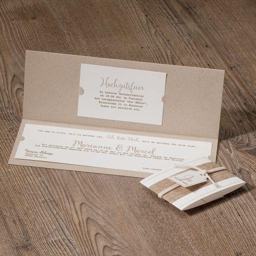 Hippe Hochzeitseinladung aus Packpapier mit Jute-Banderole