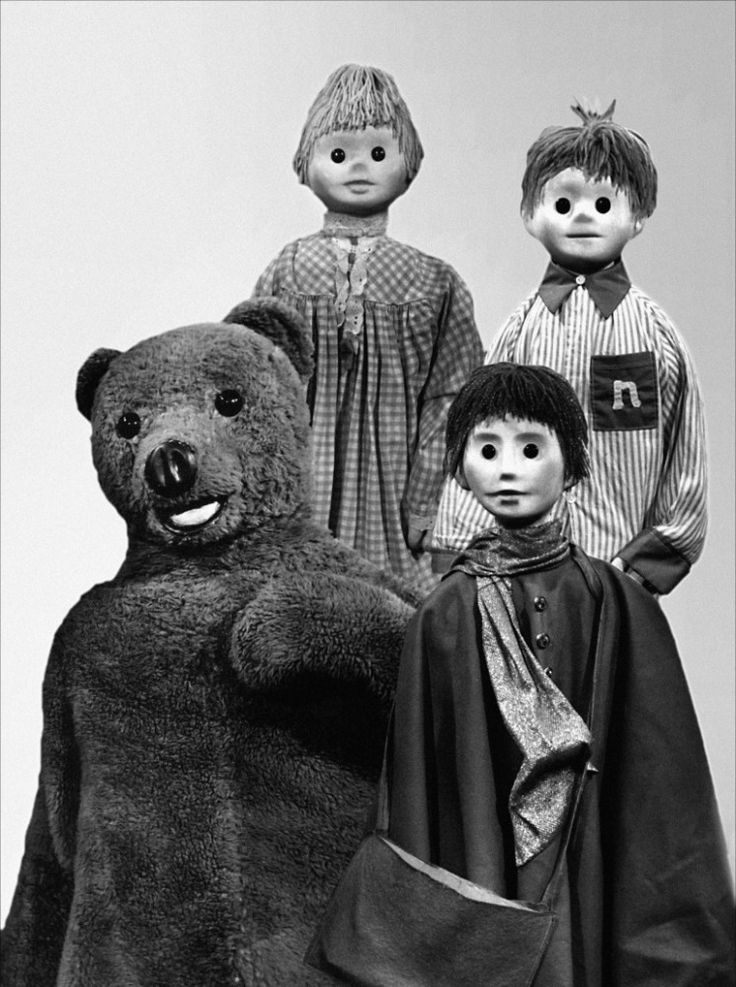 Bonne nuit les petits This was the show I watched when I was a child in Paris. What memories : )