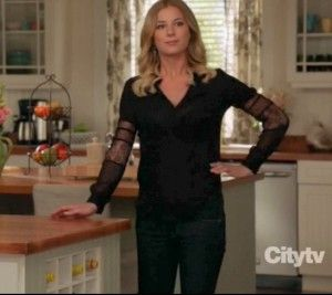 Love all of Emily Thorne's clothes...