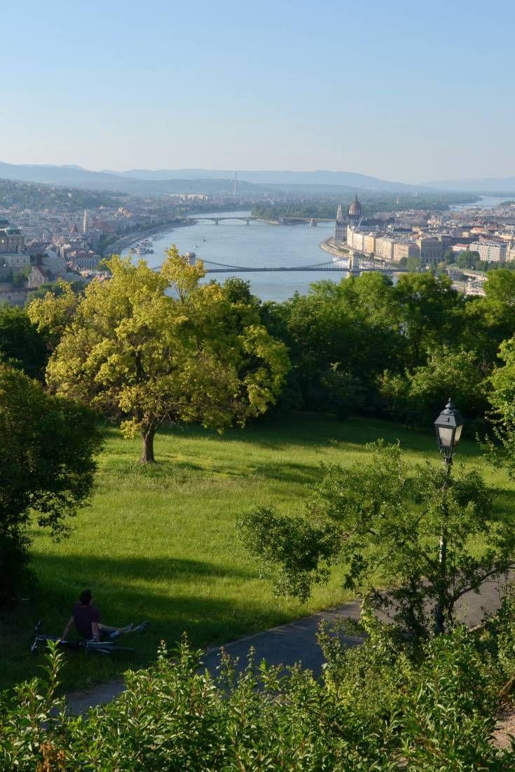 密集した都市空間で知られるブダペストですが、驚くべきことに、素晴らしい公園も数多く存在し、中には最高の都市景観を背景に持つものもあります。屋外シーンの撮影や、写真撮影に最適なロケ地です。