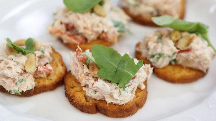 Zomerhapje: Toastje met Italiaanse tonijnsalade   VTM Koken