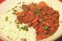 Ooit bezongen en bejubeld in een bekend Surinaams liedje: BB met R. Een grappige combinatie van oerhollandse bruine bonen met surinaamse rijst en ingredienten. Oorspronkelijk hoort er zoutvlees in de bb met r, maar je kunt het ook heel goed maken met kip.