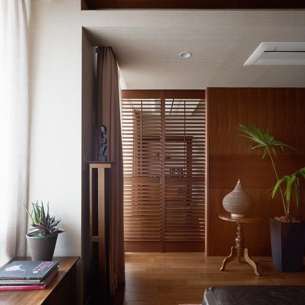 東京都 Sさん「バリのリゾートホテルをイメージした、木の味わいが愛用の家具を引き立てる寛ぎの空間」|SUUMO(スーモ)リフォーム